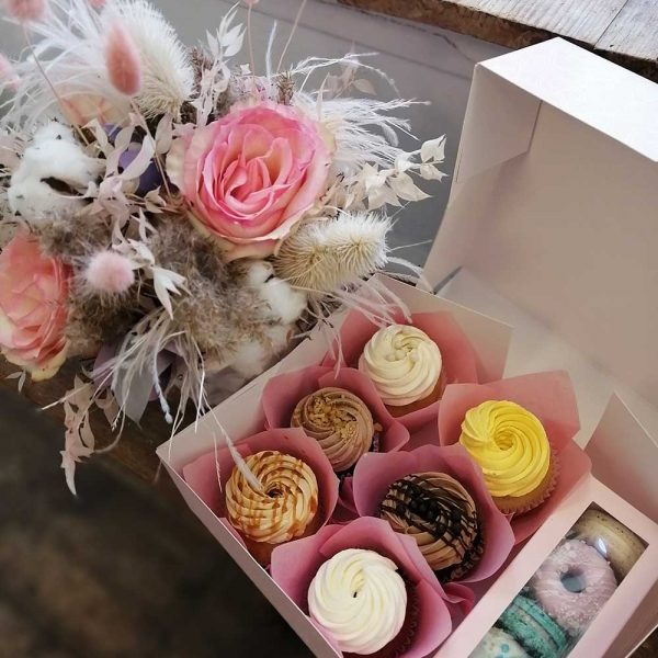 Gift-of-flowers-and-sweets